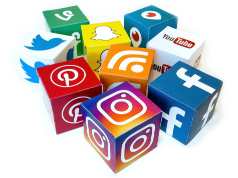 "Different social media apps all connected with each other.  ""Social Media Mix 3D Icons - Mix #2"" by Visual Content is licensed under CC BY 2.0"